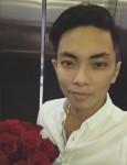 Khánh Thi: Chồng Phan Hiển điển trai như soái ca, mang hoa hồng tặng sinh nhật vợ yêu