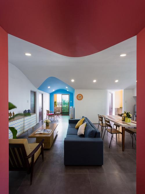 Nhà đẹp tại TP.HCM: Ngắm căn hộ 84m2 đầy màu sắc của anh trai tặng cô em gái