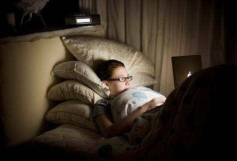 """Ngủ muộn đồng nghĩa với việc """"tự sát"""", nhiều người không hề hay biết"""