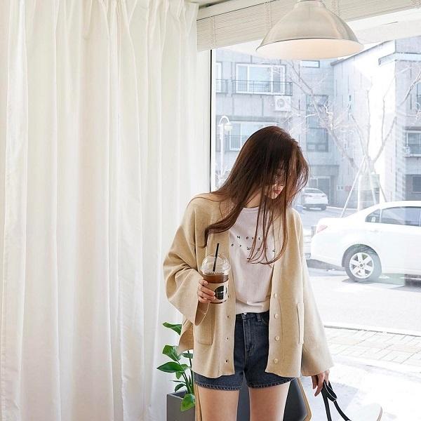 Những chiếc áo 'cứu cánh' cho phái đẹp khi thời tiết ẩm ương