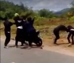 Xôn xao clip 2 nhóm nữ sinh đánh nhau dã man