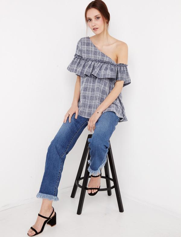 TRANG PHỤC MÙA HÈ: 8 kiểu váy áo khoe khéo xương quai xanh gợi cảm khiến các nàng chỉ chờ hè đến là diện