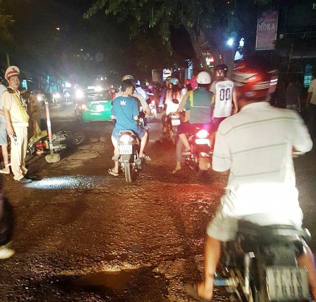 Sau khi gây nạn, lái xe đầu kéo vẫn điều khiển xe chạy khoảng 1 km nữa thì bị người đi đường bắt lại.