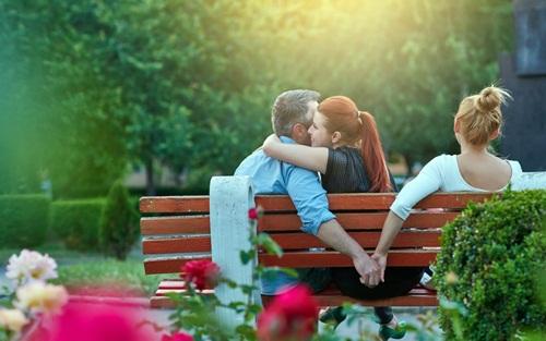 Bạn thân lỡ mồm thú nhận ngoại tình với chồng tôi trong cơn say