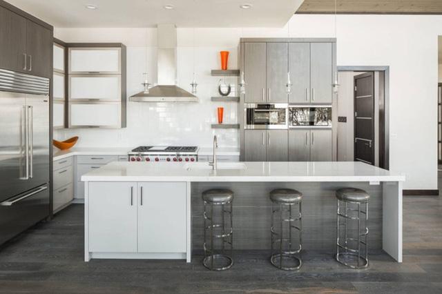 9. Việc lựa chọn chất liệu thép không gỉ khi mua sắm thiết bị nhà bếp giúp mang đến vẻ đẹp hiện đại, tinh tế của căn phòng.