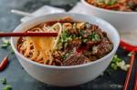 Cách làm súp bò cay tê lưỡi ấm lòng những ngày mưa