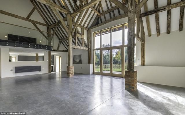 Ngôi nhà được cải tạo với hơi thở đương đại: đẹp, hiện đại và đủ tiện nghi.