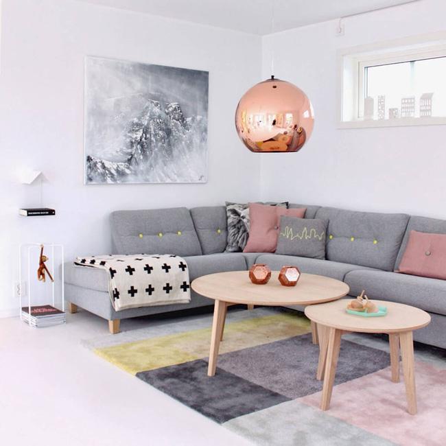 Vẻ đẹp đầy lôi cuốn trong thiết kế nội thất của cặp đôi màu sắc đồng và hồng - Ảnh 2.