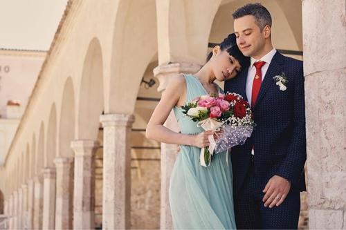 Kha Mỹ Vân rạng rỡ trong ngày đăng ký kết hôn cùng bạn trai ngoại quốc