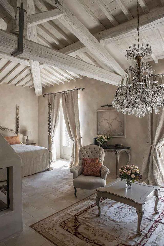 Những mẹo nhỏ sau sẽ giúp bạn có 1 phòng ngủ phong cách đồng quê Pháp để hâm nóng tình cảm vợ chồng
