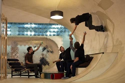 Ngôi nhà với nội thất vòm độc đáo này chắc hẳn được thiết kế dành riêng cho những người yêu thích trượt ván.