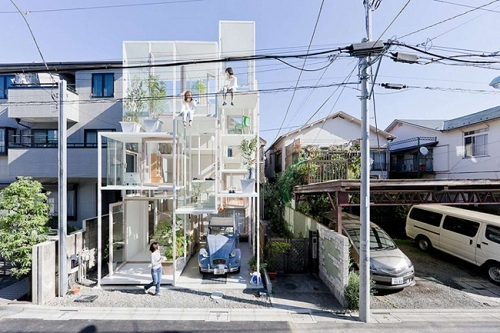Nhật Bản sở hữu khá nhiều kiến trúc có hình dạng kỳ quái, và ngôi nhà kính này là một trong số đó. Căn phòng duy nhất trong ngôi nhà này không được làm từ kính chính là phòng tắm!