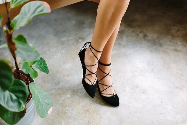 """Điểm danh 11 kiểu giày bệt quen thuộc giúp nàng công sở lựa chọn được thiết kê """"nịnh"""" chân nhất  - Ảnh 8."""