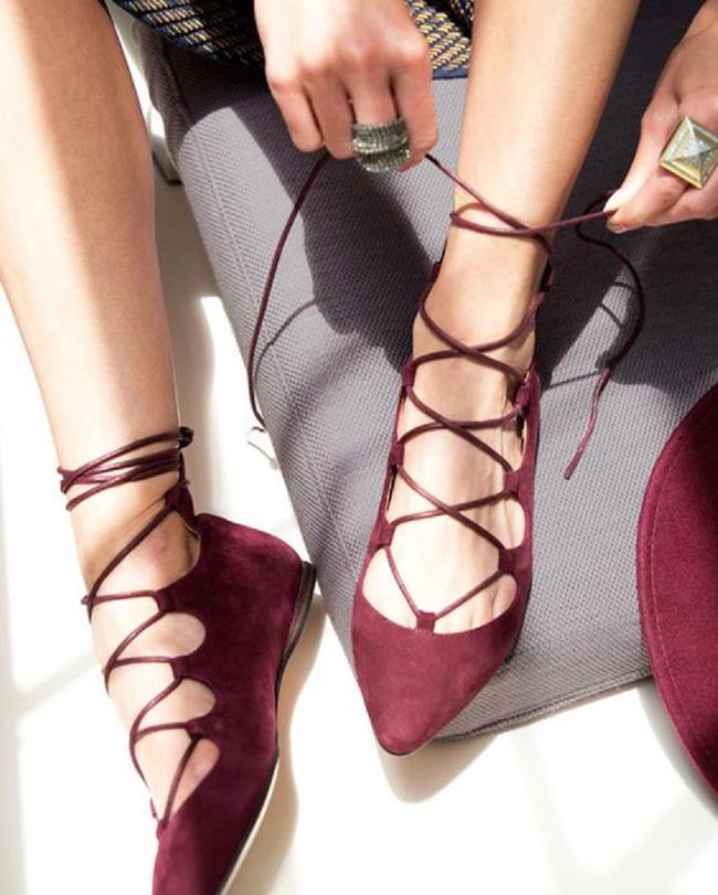 """Điểm danh 11 kiểu giày bệt quen thuộc giúp nàng công sở lựa chọn được thiết kê """"nịnh"""" chân nhất  - Ảnh 9."""
