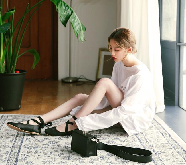 """Điểm danh 11 kiểu giày bệt quen thuộc giúp nàng công sở lựa chọn được thiết kê """"nịnh"""" chân nhất  - Ảnh 11."""