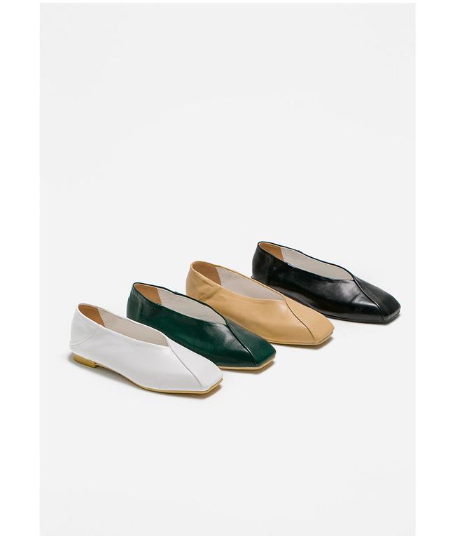 """Điểm danh 11 kiểu giày bệt quen thuộc giúp nàng công sở lựa chọn được thiết kê """"nịnh"""" chân nhất  - Ảnh 15."""
