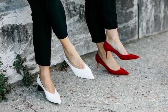 """Điểm danh 11 kiểu giày bệt quen thuộc giúp nàng công sở lựa chọn được thiết kê """"nịnh"""" chân nhất  - Ảnh 18."""