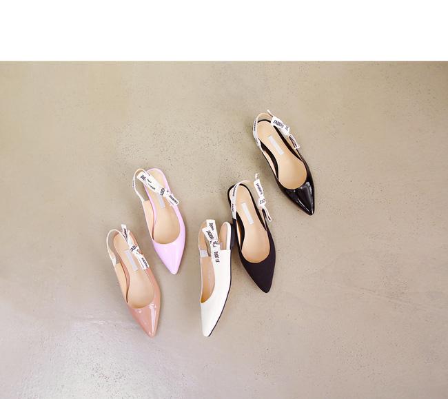 """Điểm danh 11 kiểu giày bệt quen thuộc giúp nàng công sở lựa chọn được thiết kê """"nịnh"""" chân nhất  - Ảnh 21."""
