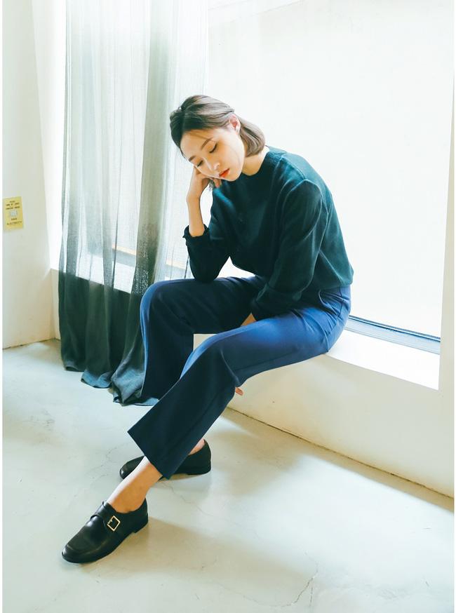 """Điểm danh 11 kiểu giày bệt quen thuộc giúp nàng công sở lựa chọn được thiết kê """"nịnh"""" chân nhất  - Ảnh 23."""