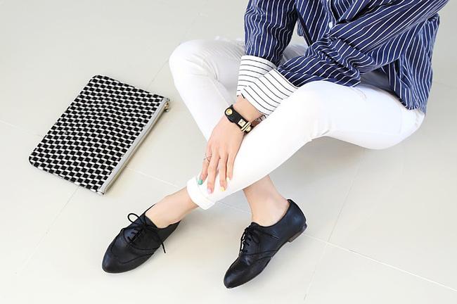 """Điểm danh 11 kiểu giày bệt quen thuộc giúp nàng công sở lựa chọn được thiết kê """"nịnh"""" chân nhất  - Ảnh 25."""