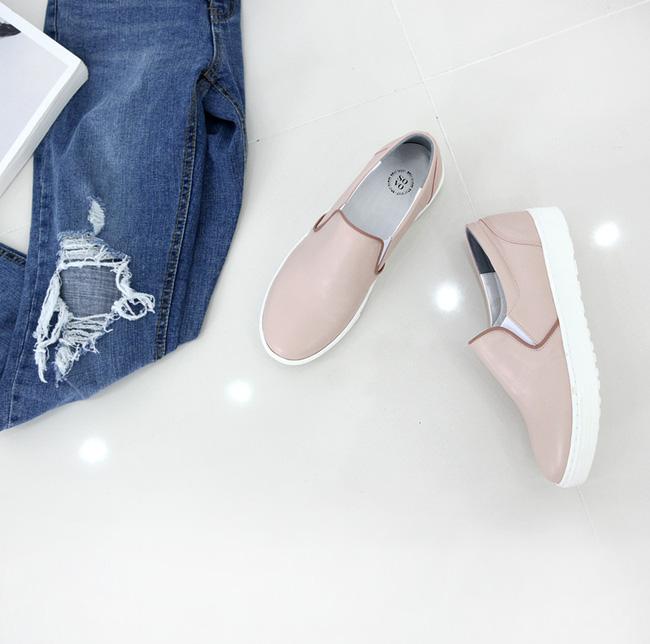 """Điểm danh 11 kiểu giày bệt quen thuộc giúp nàng công sở lựa chọn được thiết kê """"nịnh"""" chân nhất  - Ảnh 27."""