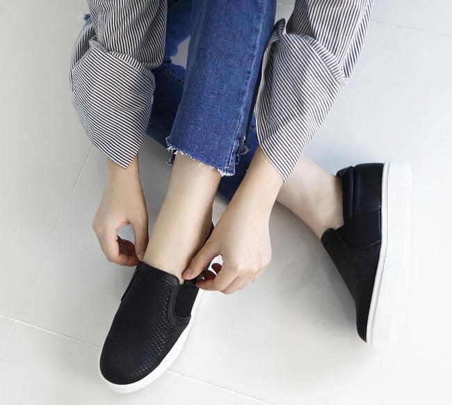 """Điểm danh 11 kiểu giày bệt quen thuộc giúp nàng công sở lựa chọn được thiết kê """"nịnh"""" chân nhất  - Ảnh 28."""