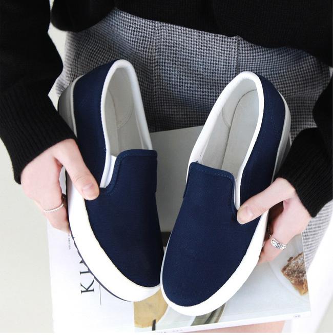 """Điểm danh 11 kiểu giày bệt quen thuộc giúp nàng công sở lựa chọn được thiết kê """"nịnh"""" chân nhất  - Ảnh 29."""