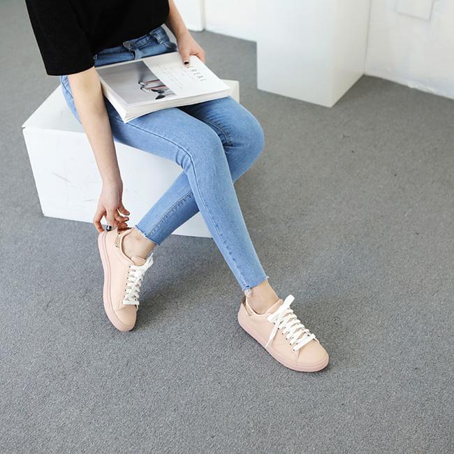 """Điểm danh 11 kiểu giày bệt quen thuộc giúp nàng công sở lựa chọn được thiết kê """"nịnh"""" chân nhất  - Ảnh 31."""