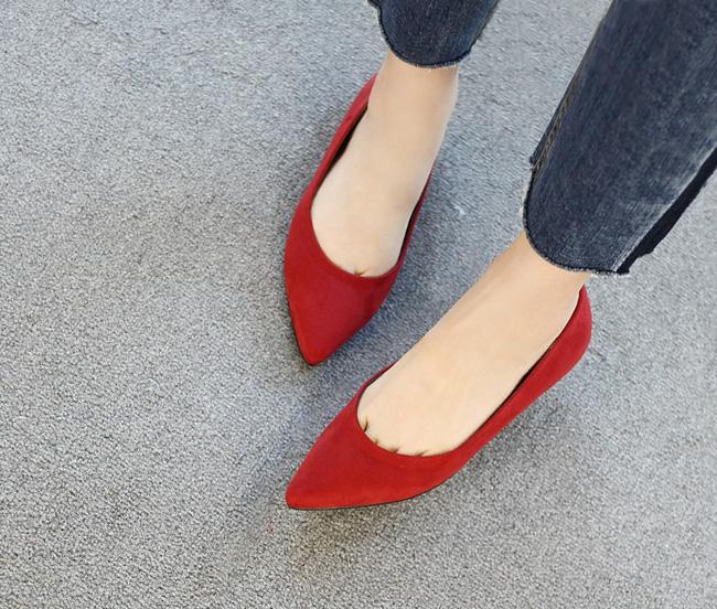 """Điểm danh 11 kiểu giày bệt quen thuộc giúp nàng công sở lựa chọn được thiết kê """"nịnh"""" chân nhất  - Ảnh 5."""