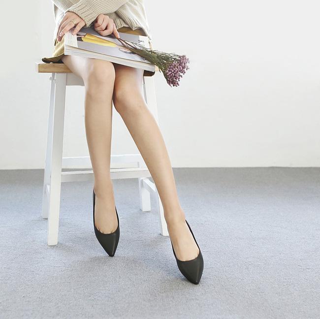 """Điểm danh 11 kiểu giày bệt quen thuộc giúp nàng công sở lựa chọn được thiết kê """"nịnh"""" chân nhất  - Ảnh 6."""