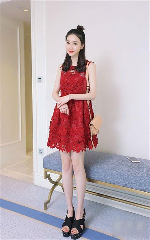 Mùa hè là phải diện váy ren quyến rũ và duyên dáng như thế này
