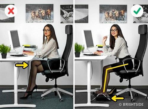 Chữa đau vai gáy, mỏi cổ cho dân công sở chỉ cần ngồi không bằng mẹo hay này