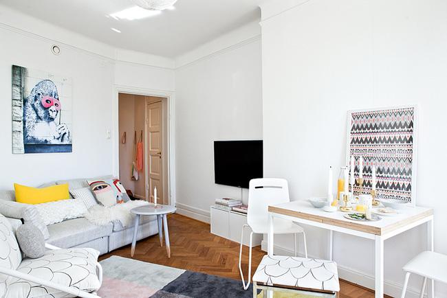 Ngắm căn hộ nhỏ góc nào cũng xinh bên ban công rực rỡ hoa và nắng - Ảnh 1.
