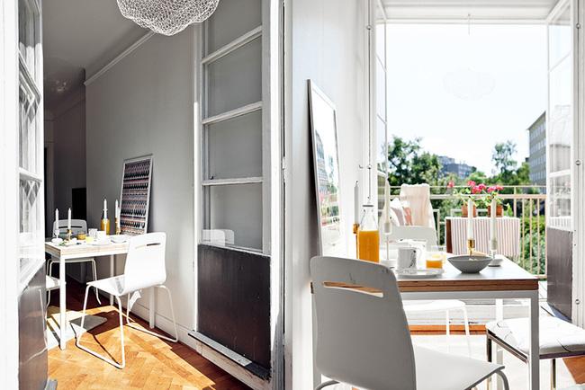 Ngắm căn hộ nhỏ góc nào cũng xinh bên ban công rực rỡ hoa và nắng - Ảnh 3.