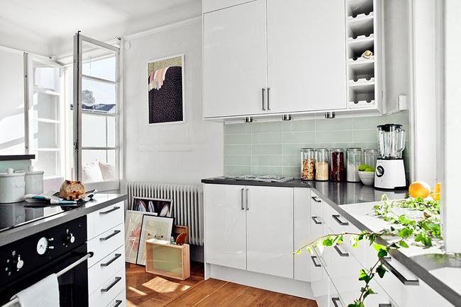 Ngắm căn hộ nhỏ góc nào cũng xinh bên ban công rực rỡ hoa và nắng - Ảnh 4.