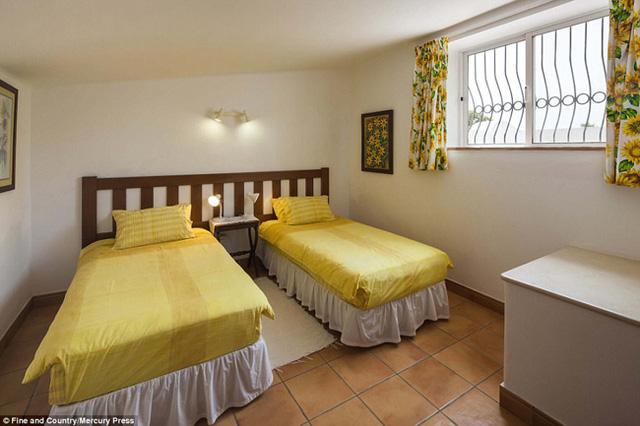 Ngôi nhà có tới 4 phòng ngủ đôi.