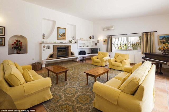 Ngôi nhà từng được rao bán với giá 8 triệu bảng Anh (˜ 235 tỷ đồng), giảm xuống còn 5,5 triệu bảng (˜ 161,5 tỷ đồng) vào đầu năm nay và hiện giờ, giá bán của nó là 4,6 triệu bảng (˜135 tỷ đồng).