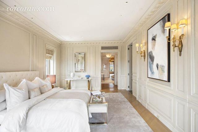 Màu sơn và nội thất đều có tông sáng chủ đạo, mang lại nét hiện đại và sang trọng.