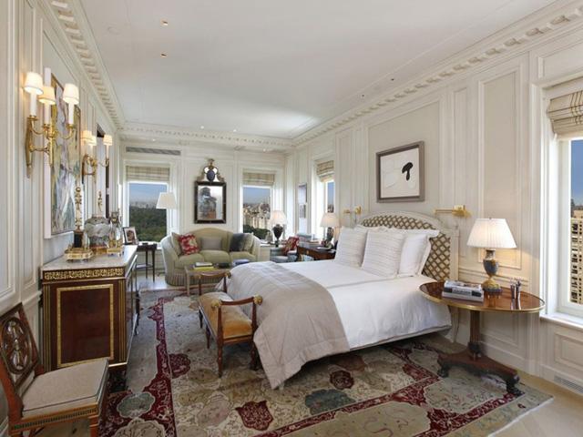 Phòng ngủ chính lớn nhất nằm ở phía đông bắc của căn hộ.