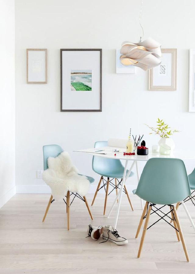 10. Dù có sở hữu một bộ bàn ăn thế nào đi chăng nữa thì bạn cũng đừng quên đặt chúng nơi có đủ ánh sáng.