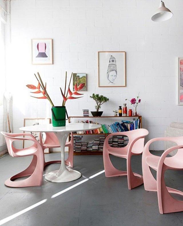 3. Bộ bàn ghế ăn vừa kiểu cách, vừa hiện đại rất được lòng của chị em phụ nữ.