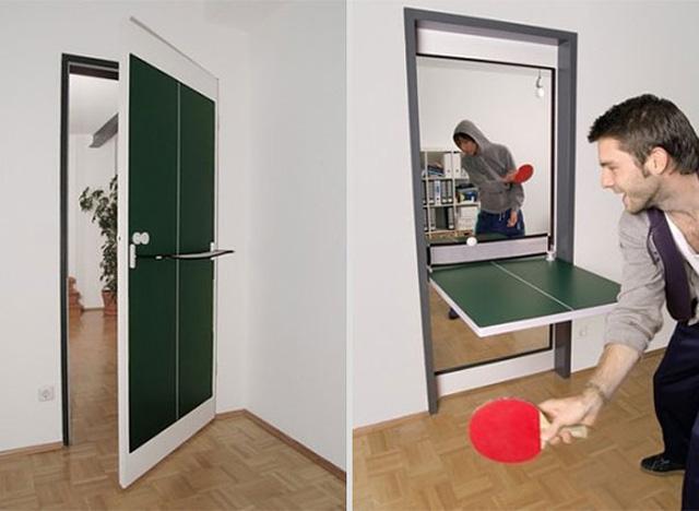 Cánh cửa xoay có thể làm bàn chơi bóng bàn.