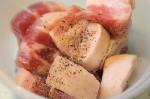 Cách làm thịt lợn kho dứa cho bữa trưa lạ miệng
