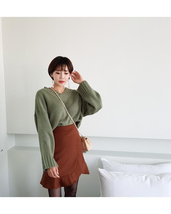 """Áo len dáng rộng đang là mốt, và đây là những cách két hợp """"vừa ấm vừa chất"""" mà bạn có thể tham khảo"""