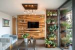 Bức tường gỗ Độc đáo, lạ mắt lại vô cùng ấm áp: 10 phòng khách với thiết kế bức tường gỗ