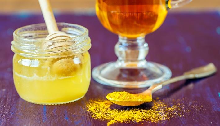 Dưỡng trắng da từ mật ong và củ nghệ vàng