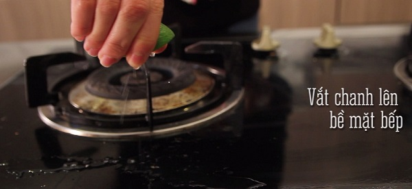 Mẹo hay giúp làm sạch các vết dầu mỡ trên bếp ga đơn giản nhất