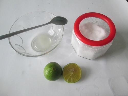 Một quả chanh – 1 thìa muối, răng trắng sáng tự nhiên, vết ố vàng bật ra thành mảng chỉ sau 3 phút
