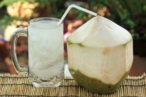 Da trắng, sạch mụn và mi nhon trông thấy nhờ uống nước dừa liên tục 7 ngày mỗi khi đói bụng