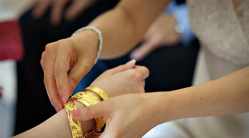 Rớt nước mắt vì 2 cây vàng giả của nhà chồng trong ngày cưới!!!